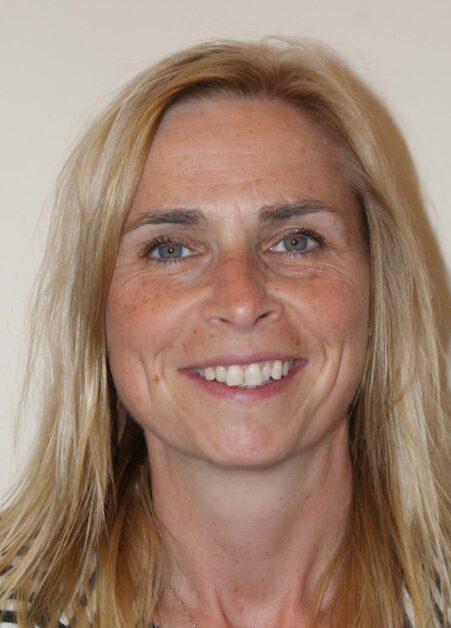 Louise Lewis : Finance & HR Worker